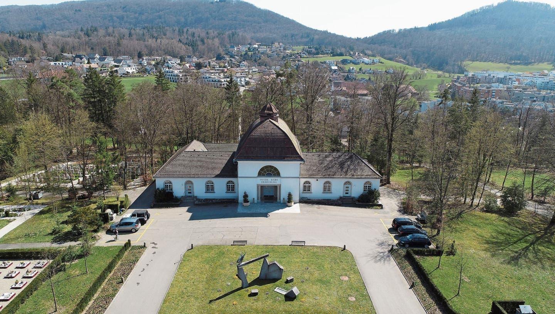 WaldfriedhofMeisenhardin Olten mit Abdankungshalle und daran rückwärtig angebautem Krematorium. (Bruno Kissling)