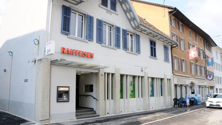 In Döttingen herrscht entlang der Hauptstrasse derzeit reger Baubetrieb. (dws)