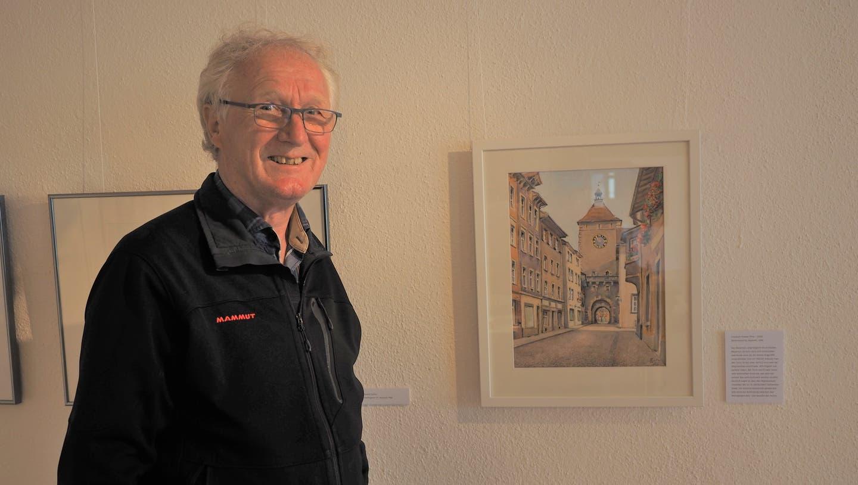 Hannes Burger vor einem Aquarell von Friedrich Huster. Es wurde 1968 gemalt und zeigt den Wasentortur, (Thomas Wehrli / Aargauerzeitung)