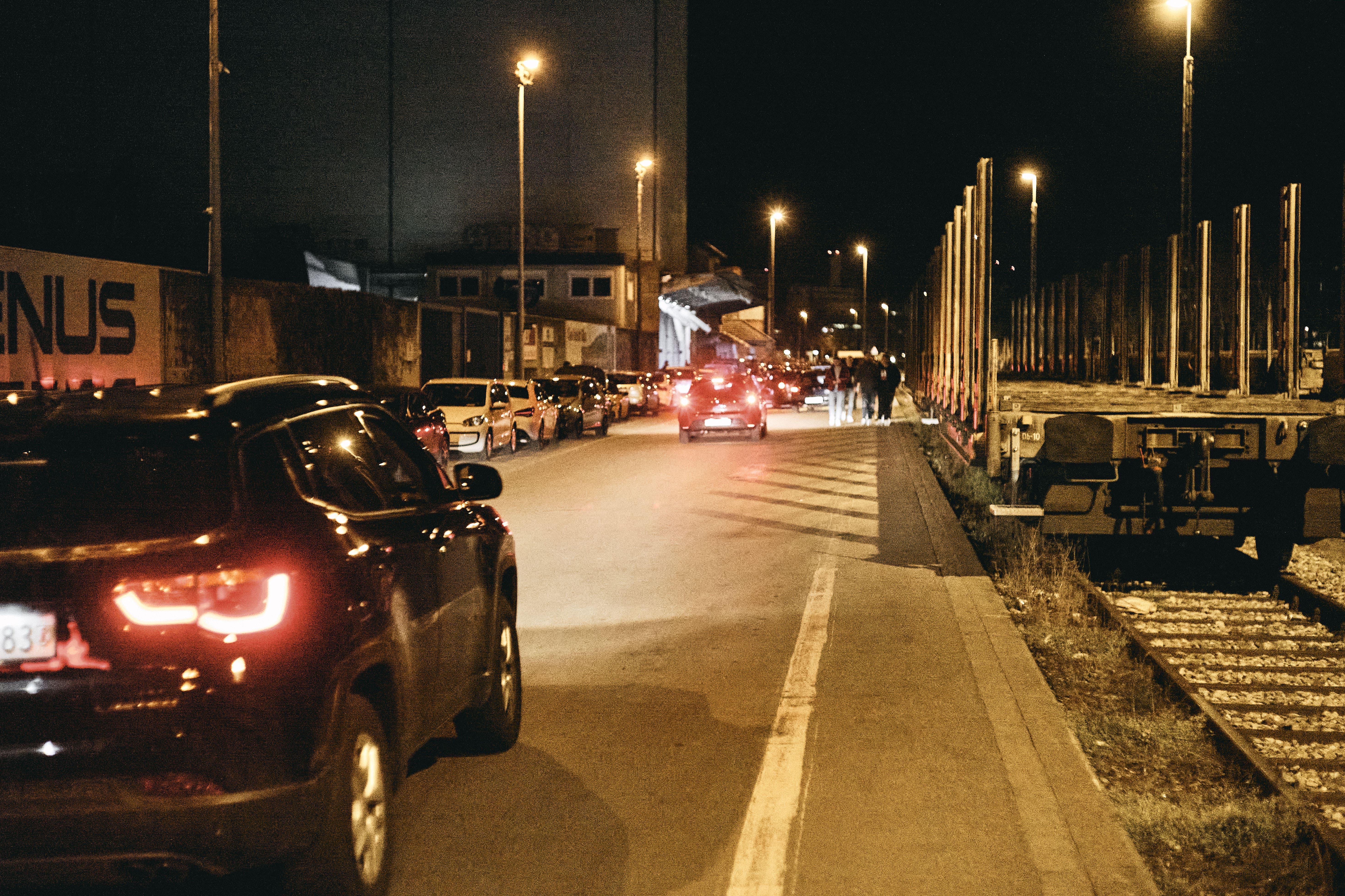 Vor einigen Jahren hatte die Polizei auf der Strecke Bodenwellen installiert, um schnelles Fahren und Beschleunigen zu verhindern.