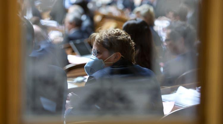 Wer sich impft, soll die Maske ablegen können, fordert SVP-Nationalrätin Martullo-Blocher. (Keystone)