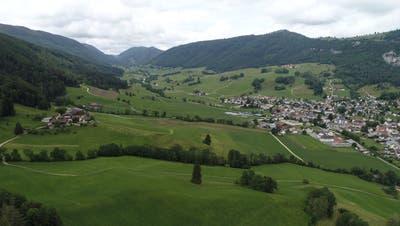 Gebiet Wisent-Projekt Thal bei Benjamin Brunner rund um seinen Hof an der Sollmattstrasse und bis hin zu Schattenberg und Balmbergstrasse in Welschenrohr. (Bruno Kissling / Oltner Tagblatt)