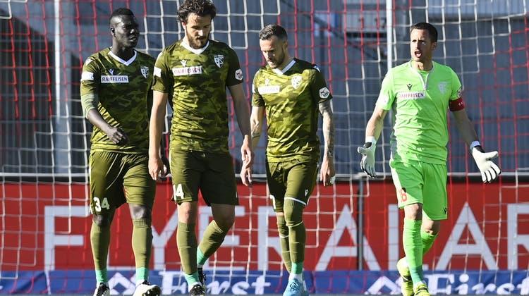 Hängende Köpfe: Der FC Sion beim 0:3 in Vaduz. Der Rückstand auf Rang 9 beträgt bereits sechs Punkte. (Keystone)