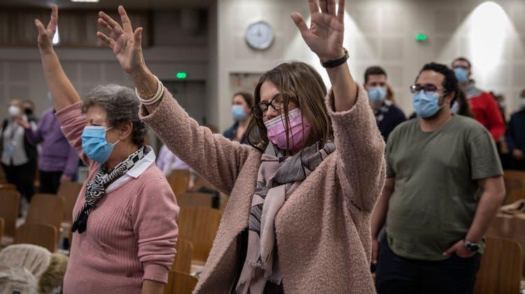 Sekten und andere Formen der Heiligenverehrung haben in Frankreich in der Covid-Krise grossen Zulauf. Hunderte entstanden in den vergangenen Monaten. (Bild: Siegfried Modola/Getty Images)