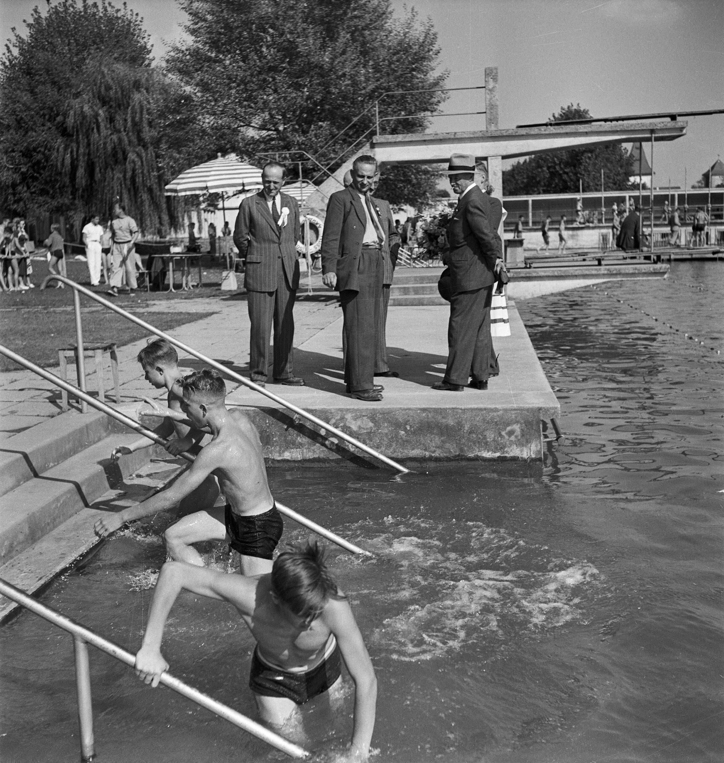 Schwimmwettkampf bei den eidgenössischen Kadettentagen in Aarau, 11.9.1949