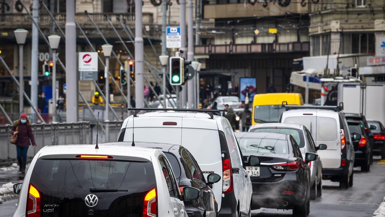 Der Verkehr stösst leicht mehr CO2 aus als noch 1990.
