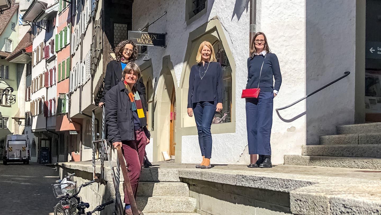 Bei der ersten Besichtigung (von links): Stefanie Wettstein, Marcella Wenger, Eliane Birchmeier, Anne Pfeil. (Bild: PD)