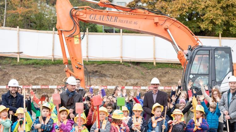 Im Oktober 2020 fand der Spatenstich für das neue Schulhaus in Birrwil statt. (Severin Bigler)