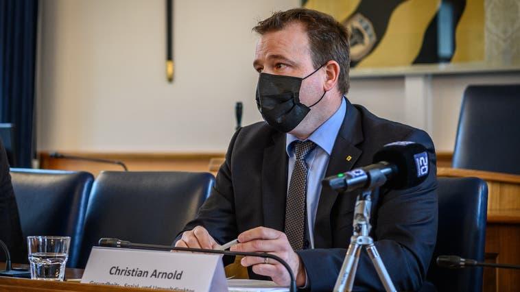 Chefarzt Georg Mang warnte davor, dass im Kantonsspital Uri maximal sechs Personen beatmet werden können. (Bild: Anian Heierli (Altdorf, 12. April 2021))