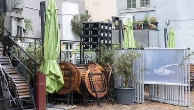 Einige Kantone fordern die Öffnung von Restaurantterrassen. (Keystone)