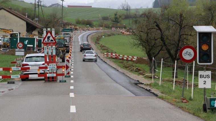 Die Baustelle zwischen Ueken und Zeihen: Für Velofahrer gilt während der Sanierung ein Fahrverbot. (Bild: Dennis Kalt/ «Aargauer Zeitung»)