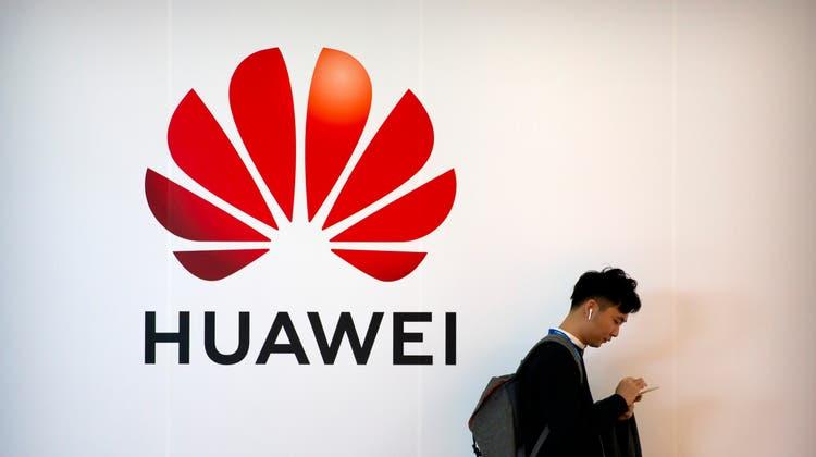 Huawei will nicht mehr nur auf Smartphones setzen – und das nicht nur freiwillig. (Archivbild) (Mark Schiefelbein / AP)