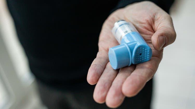 Senkt ein Asthmaspray das Risiko von schweren Covid-Verläufen? (Symbolbild) (Bild: Keystone)