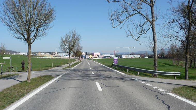 Der Kanton baut die Luzernerstrasse aus zwischen Sins und Oberrüti sowie weiter bis Dietwil. Im Bild: der Durchlass Scheckenbachzwischen Sins und Oberrüti. (zvg)