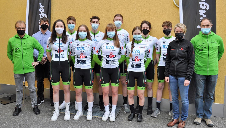 Das UCI-Team mit Leitung und Sponsoren. (Bild: Josef Mulle)