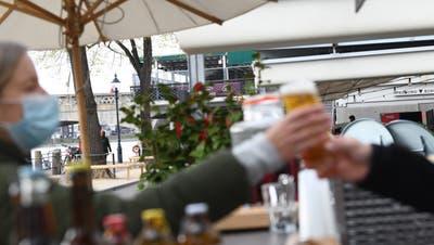 Gibt es bald wieder Bier in Gartenbeizen? (Juri Junkov)
