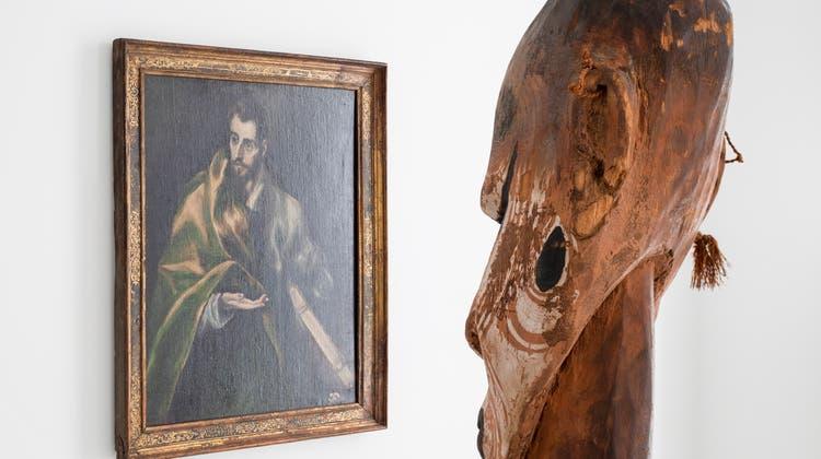 Der Redner aus Papua-Neuguinea begegnet einem Bild aus El Grecos Schule. In «Making the World» im Museum der Kulturen, Basel (Omar Lemke / MKB, Museum der Kulturen Basel)