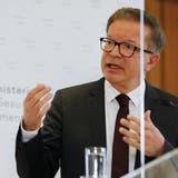 Rudolf Anschober an der Pressekonferenz am Dienstag. (Bild: Keystone / apPhoto/ Lisa Leutner)