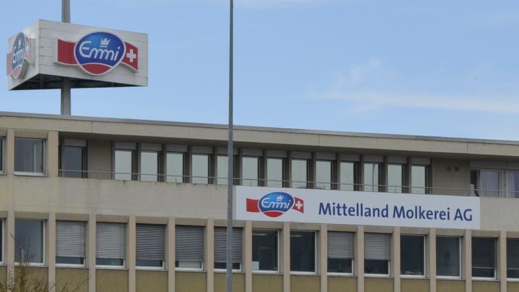 In der Mittelland Molkerei AG werden an die 2000 Milchproduzenten von Bern bis Glarus betreut. 370 Personen arbeiten am Standort in Suhr. (Daniel Vizentini)