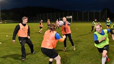 Seit März dürfen die Frauen des FC Erlinsbach wieder uneingeschränkt trainieren. (Bruno Kissling / Oltner Tagblatt)