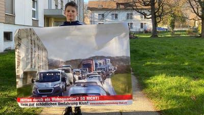 Die geplante Strasse im Wohnquartier Guntenfluh von Süden gegen Norden: Die Liegenschaft im Hintergrund soll für das Bauprojekt abgerissen werden. (Zvg)