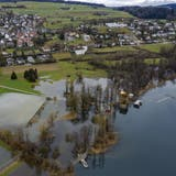 Der Hochwasserschutz soll angepasst werden. Im Bild der Hallwilersee, der Anfang 2021 über die Ufer trat. (Keystone)