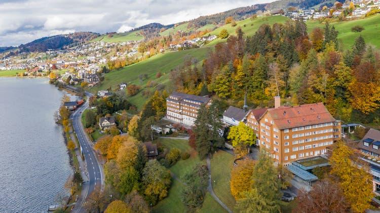 Der Überschuss soll auch für das coronabetroffene Gewerbe genutzt werden. Im Bild: das Ländli in Oberägeri. (Bild: Patrick Hürlimann (27. Oktober 2020))