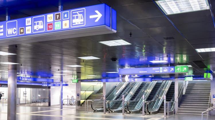 Unter anderem am Hauptbahnhof Zürich machte der Beschuldigte die online erworbenen Abos wieder zu Geld. (Ennio Leanza/Keystone)