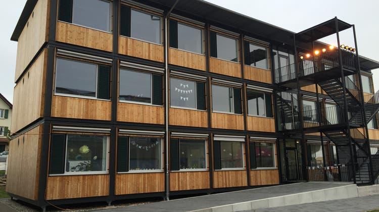 Seit 2015 wird die Primarschule in Niederrohrdorf in diesem Pavillon unterrichtet. Ab Juni folgt eine Containerlösung auch für die Oberstufe. (Archiv) (Carla Stampfli)
