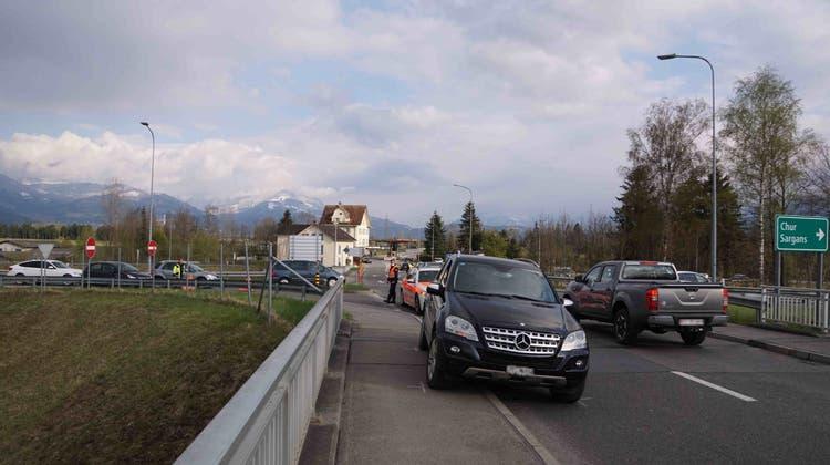 Mit diesem Auto wurde der Zöllner beim GrenzübergangOberriet mitgeschleift. (Kantonspolizei SG)