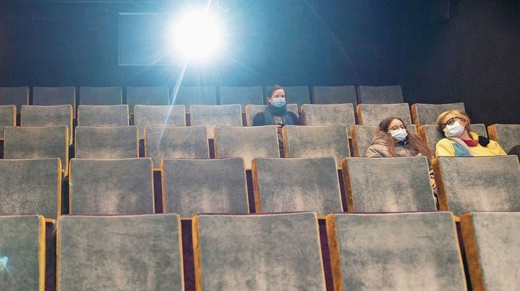 Kinos sind in der Schweiz bald wieder offen, aber gibts auch genügend Filme? (Zürich, 13. November 2020) (Gaëtan Bally (Keystone))