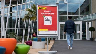 In den Luzerner Spitälern gilt nach wie vor ein Besuchsverbot: Im Schweizer Paraplegiker-Zentrum in Nottwil darf man das Gebäude nur mit Besuchserlaubnis betreten. (Bild: Eveline Beerkircher (14. April 2021))