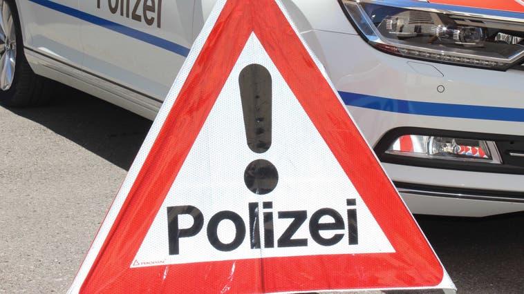Inselschutzpfosten umgefahren und weitergefahren – Polizei sucht Zeugen
