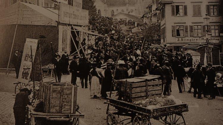 Nicht immer ging es an Jahrmärkten und Chilbisso ruhig zu und her wie 1911 in Lichtensteig. (Bild: Toggenburg Museum Lichtensteig)