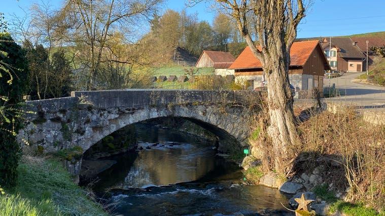 Die mit Baujahr 1734 älteste datierte Steinbogenbrücke des Kantons Aargau steht im Ortsteil Unterendingen. (Daniel Weissenbrunner)