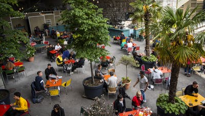 Ab Montag dürfen die Restaurants ihre Terrassen wieder öffnen. (Symbolbild) (Keystone)