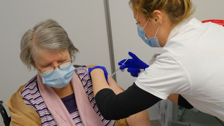 Aktuell hat das Impfzentrum die Kapazität für 2000 Spritzen pro Tag. Wenn genügend Impfungen da sind, kann das Volumen verdreifacht werden. (Kenneth Nars)