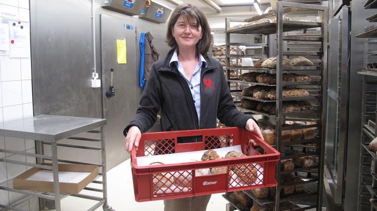 Seit April hat Priska Furrer in der Bäckerei Neuhof eine Doppelrolle inne: die der Geschäftsführerin und die der Sozialpädagogin. (Bild: Virginia Kamm)