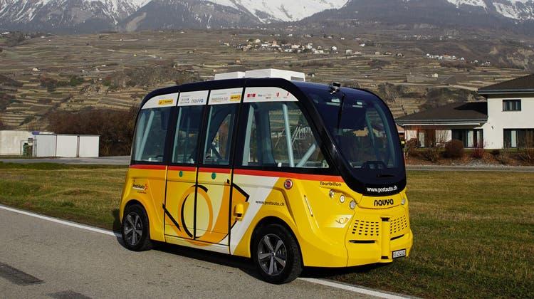 Die Minibusse von Postauto sind in Sitten seit 2016 in Betrieb und haben über 50'000 Fahrgäste befördert. (zvg/Postauto)