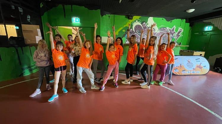 Die Kids zeigen am Ende ihrer Choreografie eine coole Schlusspose. (Oliver Menge)