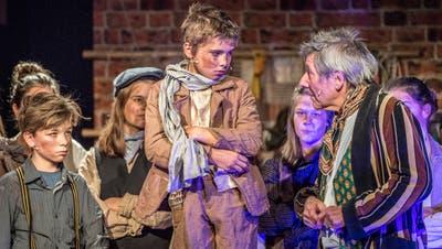 Florian Rexer hat schon oft Theaterprojekte mit Kindern und Jugendlichen durchgeführt wie hier das Musicaltheater Oliver Twist in Amriswil . (Bild: Andrea Stalder  (15. Dezember 2019))
