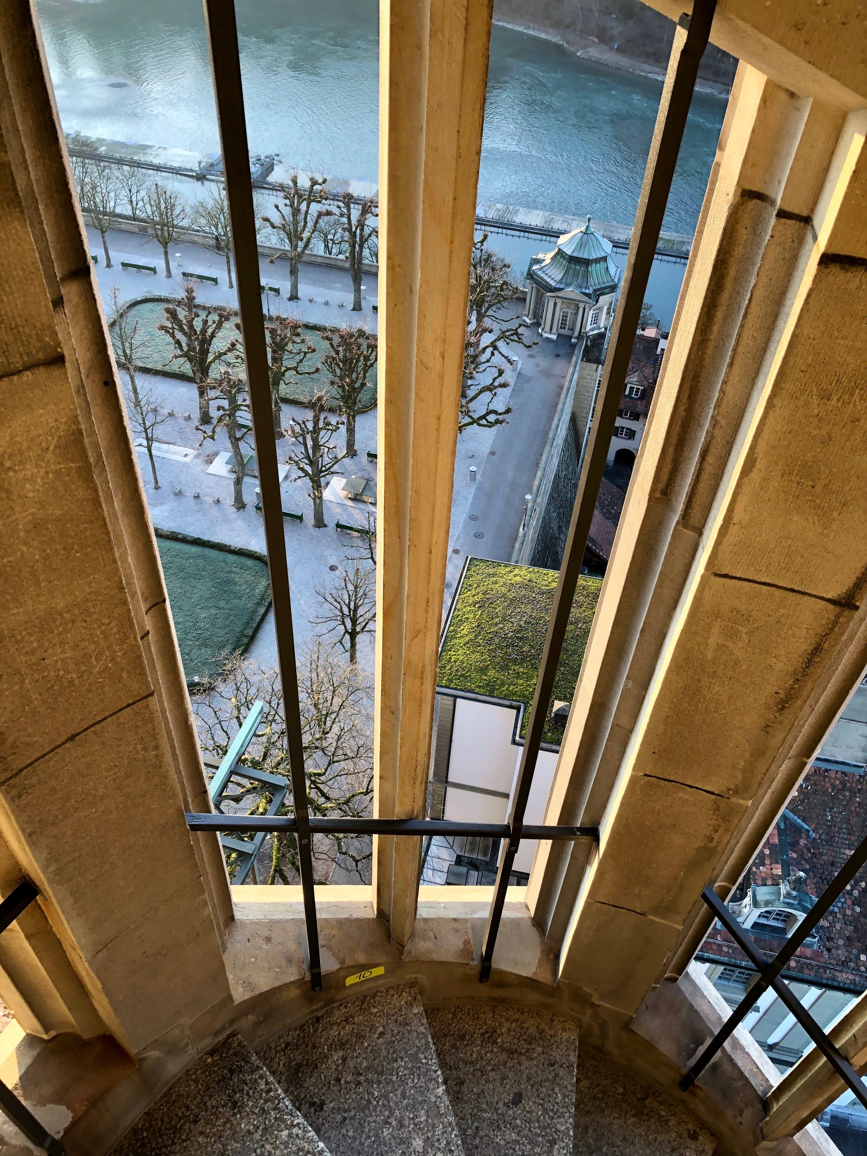 Unterwegs auf den Turm des Berner Münsters. Bis oben sind es 344 Stufen.