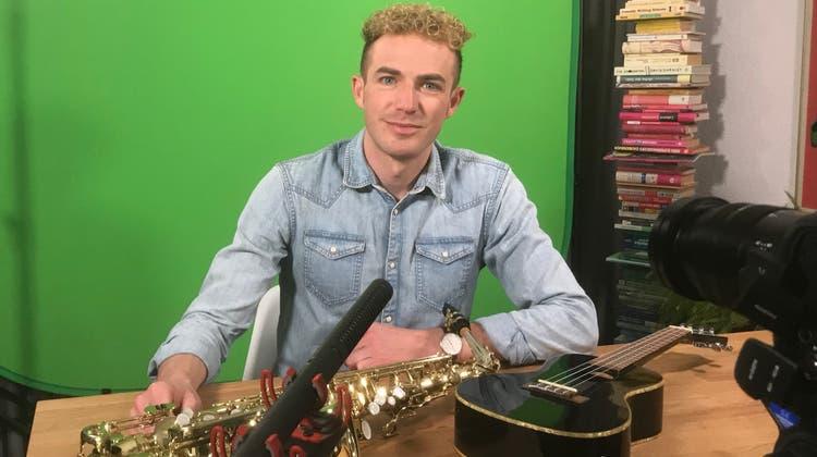 Saxofon, Ukulele oder sonst was? Michael Elsener macht Schulkindern eine ganze Reihe von Musikinstrumenten schmackhaft. (Bild: PD)