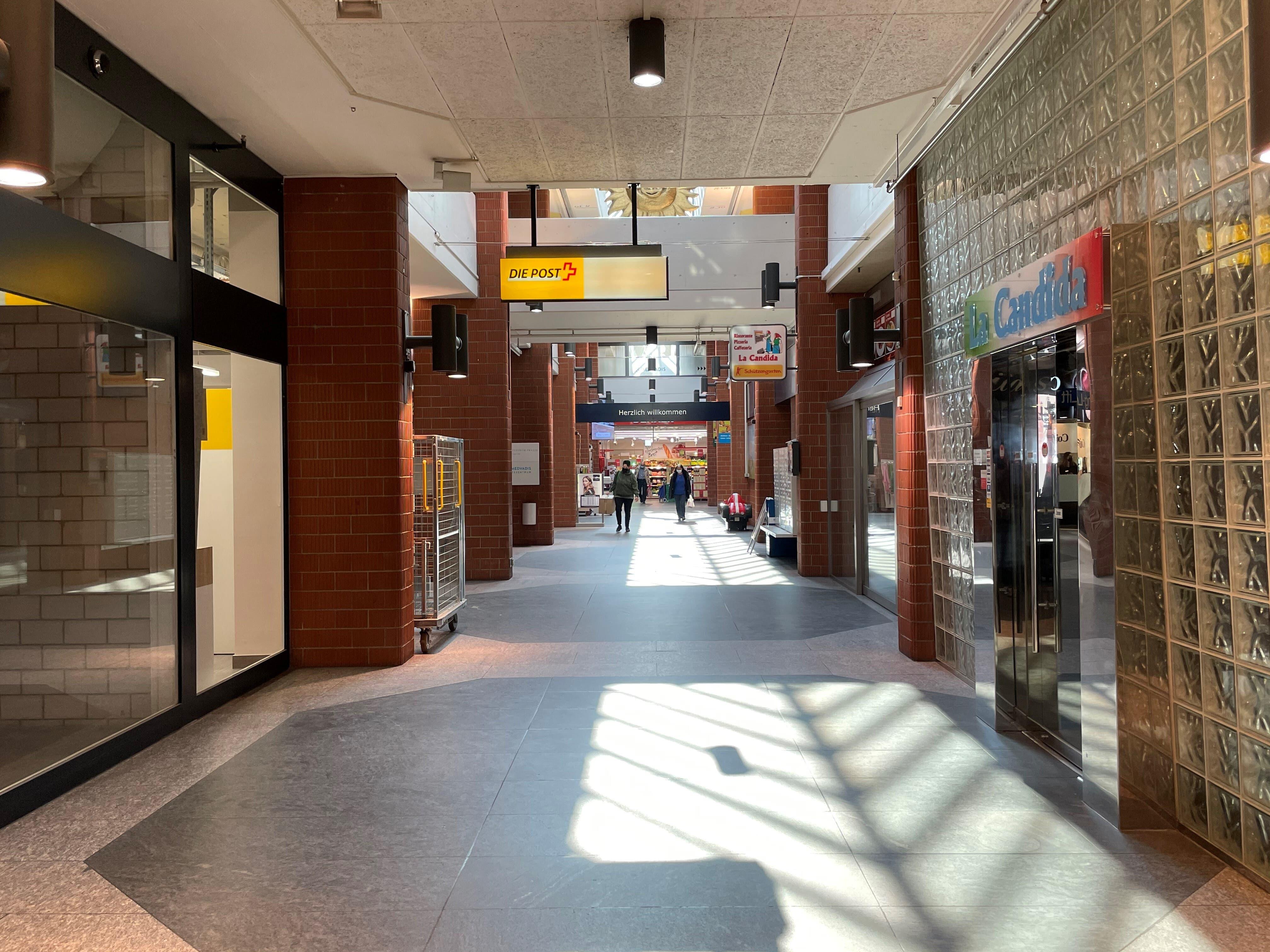 Das künftige Café wird in der Ladengasse an die Post angrenzen. In die Räume des bestehenden Restaurants zieht die Amavita-Apotheke, die sich aktuell neben der Migros befindet.