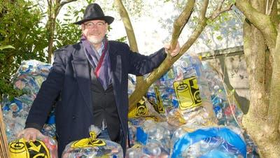 Der Riehener Einwohnerrat Paul Spring sammelt seit über 30 Jahren Aludosen. Nun hört er auf. (Kenneth Nars)