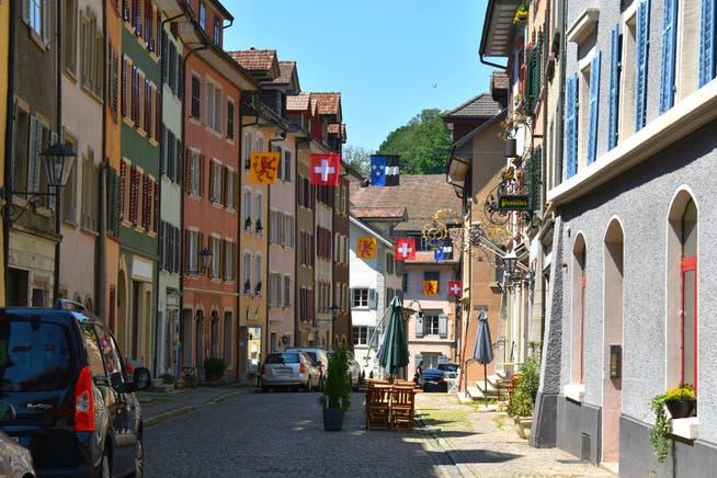 In der Altstadt von Laufenburg profitieren Wirte, die Gartenbeizen betreiben, auch dieses Jahr von einem Gebührenerlass.