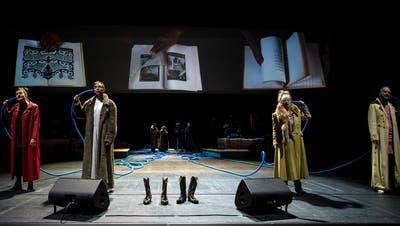 """""""Alte Tiere - Hoch gestapelt"""", Les Reines Prochaines am Theater Basel im Jahr 2020. (Judith Schlosser)"""