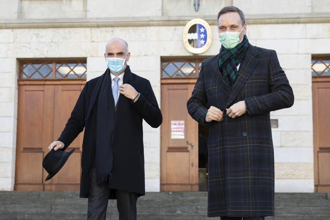 Der Kanton Aargau (hier Gesundheitsdirektor Jean-Pierre Gallati, rechts) fordert vom Bundesrat (hier Gesundheitsminister Alain Berset, links) einen Zeitplan für Öffnungen.