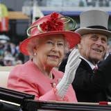 Bild aus glücklicheren Tagen: Prinz Philip lebte noch und es gab weniger Skandale um die Royals. (Bild: Keystone)
