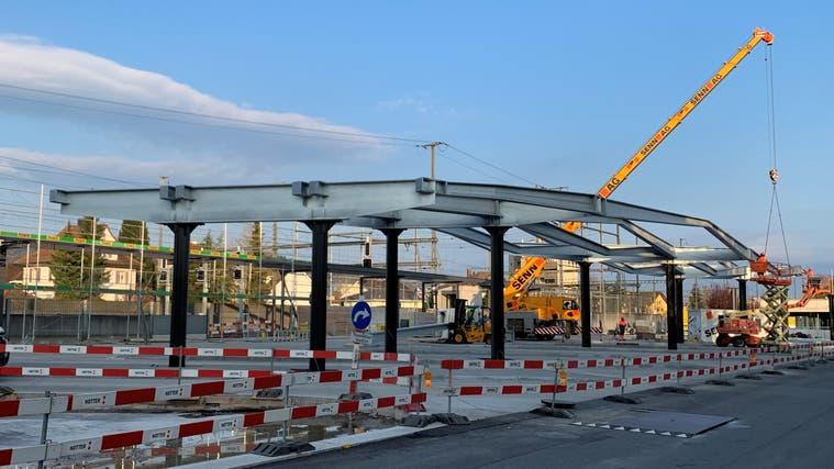 Man kann sich schon in etwa vorstellen, wie das Dach des Bushofs Wohlen, das derzeit gebaut wird, bald aussehen könnte. (Pascal Bruhin)